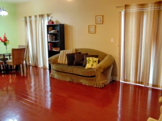 Spacious Vacation Condo W/ Hardwood Floors, Los Ángeles
