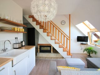 Stylish 3 Bed Apartment with Breathtaking Views (Sleeps 6 - 8)