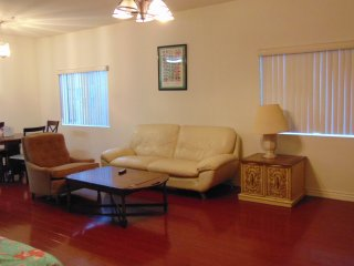 Budget Vacation Condo With Hardwood Floors, Los Angeles