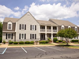 Close to Colonial Williamsburg 1 bedroom w/ free parking, outdoor & indoor pools