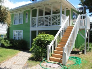 1st Floor Nook - 150 yards from the beach!, North Myrtle Beach