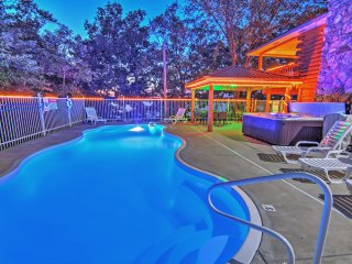6BR Sunrise Beach House w/2 Pools & Hot Tub!