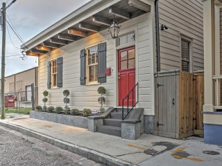 Charming 2BR New Orleans Cottage. Close to Lower Garden District & St. Charles Ave.