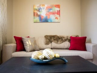 Fabulous 3BR 10mins to Airport & DT (Sleeps 6)