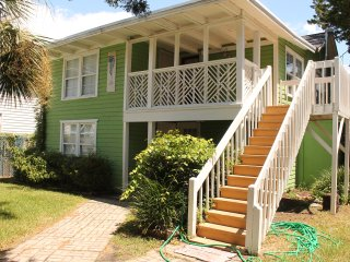 2nd Floor Nook - 150 yards from the beach