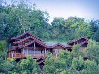 Villa Empat Puluh Dua - 7 Bedrooms with Views