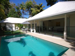 Plantation House - 4 Bedroom House by the Beach