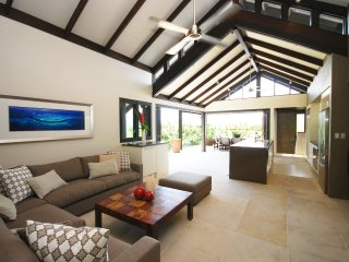 Mahi Mahi - 4 Bedroom Villa in Town with Stunning Views