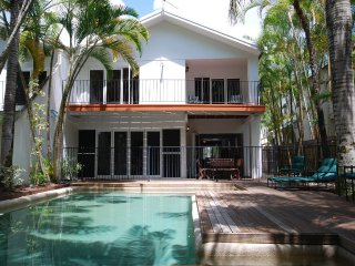 The Condo - 4 Bedroom Villa Close to Beach & Town