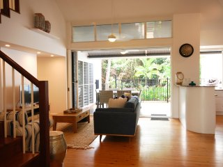 Beach Villa 2 - 3 Bedroom Near Beach and Town, Port Douglas