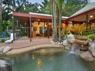 10 Wharf Street - 4 Bedroom House In Town Centre, Port Douglas