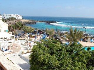 Nuovo Duplex 90 m2 con due bagni e giardino e piscina Costa Teguise