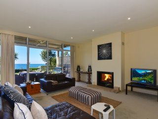 Welcome to Seventh Wave Holiday House - Magnificent Views - Absolute beachfront with private access, The Entrance