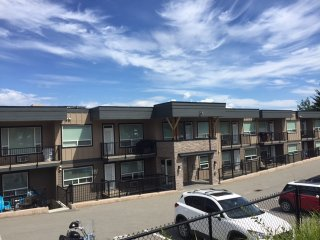 Sunshine Filled Top Floor Suite, in-building gym!, Kamloops