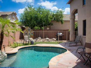 Heated Pool!Beautiful family friendly relaxation!