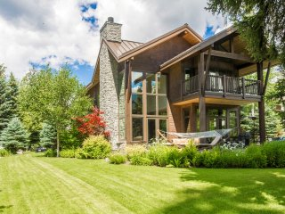 Whistler Nicklaus North 6 Bedroom Chalet