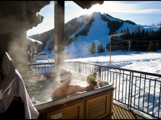 Red Mountain Resort Slalom Creek 2 Bedroom + Loft Condo with Hot tub, Fruitvale