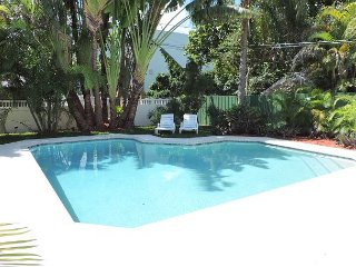 PIRATE'S COVE 2/2 FOR 6 GUESTS PRIVATE HEATED POOL NEAR AIRPORT & BEACHES