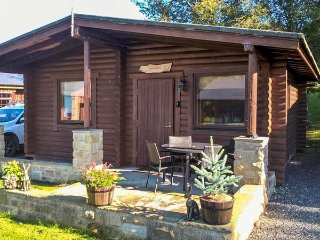 HARBOTTLE LODGE, wooden chalet, decked veranda, footpaths and cycle paths from t