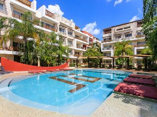 AMAZING CONDO BEAUTIFUL POOL-VIEW FROM BALCONY1 block 5th Av Playa del Carmen