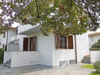 3 bedroom Villa in Pietrasanta, Tuscany, Italy : ref 2269963