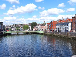 Cork City Square Modern Apartment - 10 Min Walk to City Centre ~ RA90570
