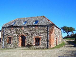 RAVWO Barn in Looe, Polruan