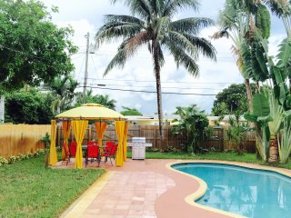 4/2  PRIVATE VACATION HOME WITH  POOL