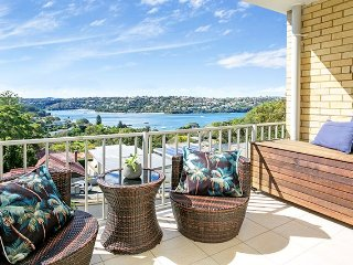 MOS14 - Stunning Mosman Middle Harbour Views