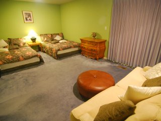 [2B] Huge 2 Queen-Bed Master Suite with Private Bath near Daly City BART Subway