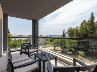 APARTMENT WITH SEA VIEW- C SINIŠA, Kastel Luksic