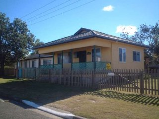 SEAFRONT COTTAGE - 5 Illaroo Rd LC, Lake Cathie