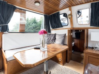 Artemis; dutch houseboat 10 min Center Free bike, Amsterdam