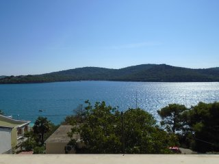 Tisno Apartment Near the Beach TP65A2