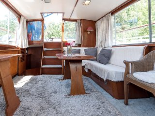 Aldebaran; dutch houseboat 10 min center