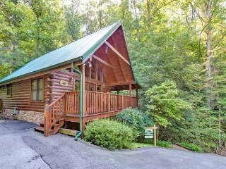 Idle Days   Pool Table Hot Tub King Beds Pool Access Pets  Free Nights, Gatlinburg