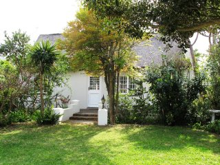 Traditional cottage in best location walk to beach