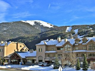 Fantastic Studio Condo with Wifi, King Bed, Clubhouse, Close to Slopes, Keystone