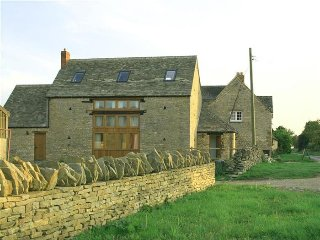 Harvest Barn, Stonesfield, nr Woodstock & Blenheim Palace, North Leigh
