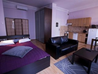 M28 apartment in Stare Miasto with WiFi & airconditioning.