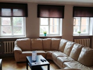 Piwna Orange apartment in Stare Miasto with WiFi.