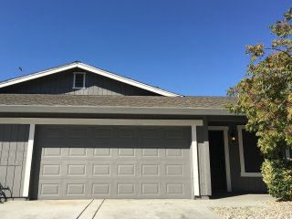 GORGEOUS 2 BED, 2 BA, 2 CAR GARAGE, WITH BACKYARD!, Sacramento