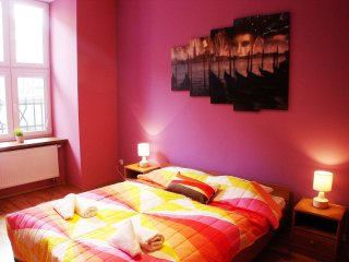 Carnival apartment in Stare Miasto with WiFi.