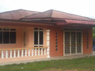 Homestay Banglo Pengkalan Balak, Masjid Tanah