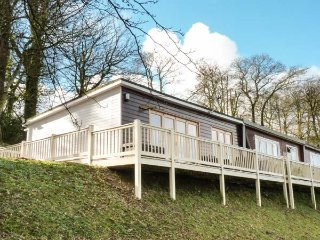 I C LUNDY (SEA VALLEY 53), end-terrace chalet, on-site facilities, indoor and