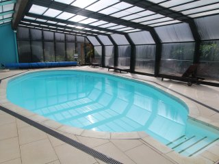 Pretty Apt, Heated Pool, Sauna, Gardens & Parking, Fowey