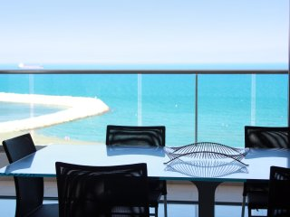 2b Delux Seafront Apartment - Finikoudes TL031, Larnaka City