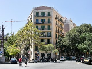 3 Bedrooms Apartment next to Sagrada Familia