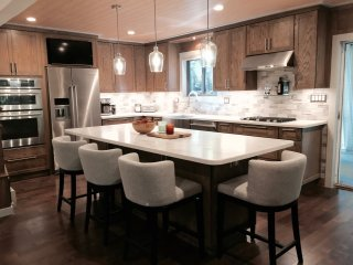 Chef's Kitchen, 2 Master Suits, Hot Tub And Pool Table