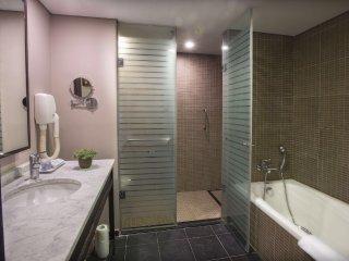 Beachfront amazing de-luxe suite, Herzlia